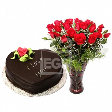 2lbs Heart Shaped Cake from Pearl Continental Hotel with Red Roses delivery to Pakistan