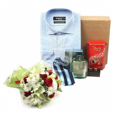 Exclusive Hamper with Chocolate and Flowers