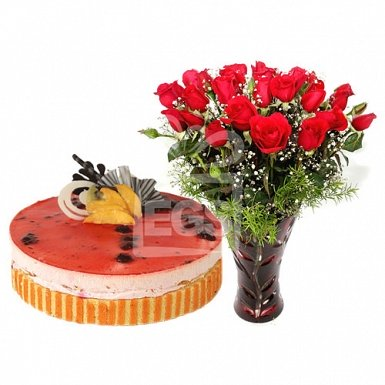 Delicious Cake from Pearl Continental Hotel with Red Roses delivery to Pakistan